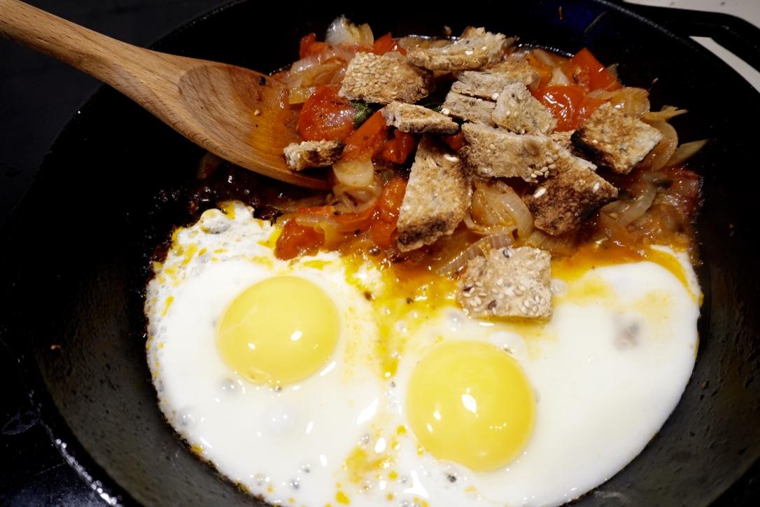 shakshuka-eggs
